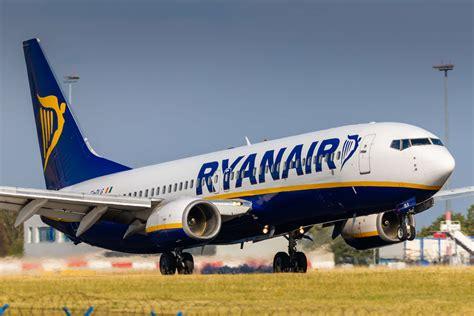 Ryanair apre al dialogo con i clienti