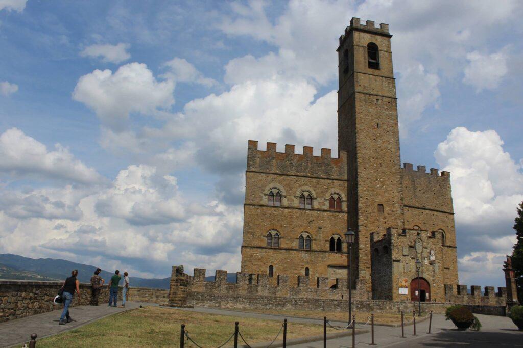 Castello Conti Guidi a Poppi omaggio a Dante