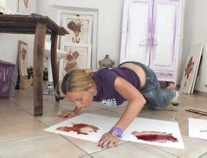 Dipingere col vino ad Afea Art&Rooms di Palermo